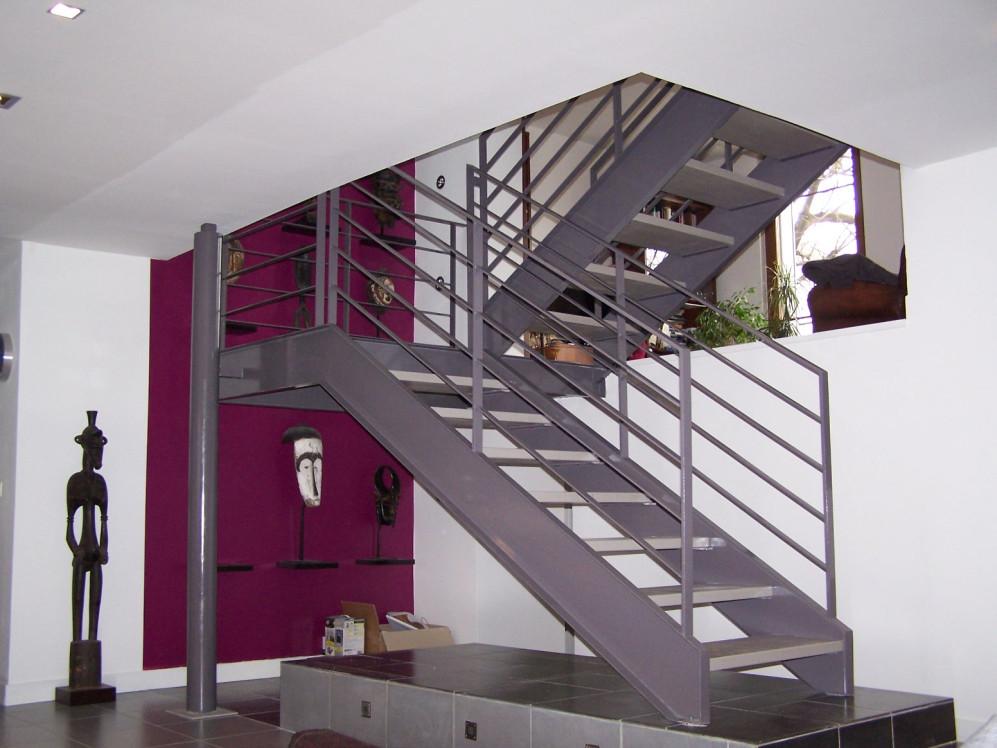 ysodeco escalier droit metal et bois ysofer. Black Bedroom Furniture Sets. Home Design Ideas